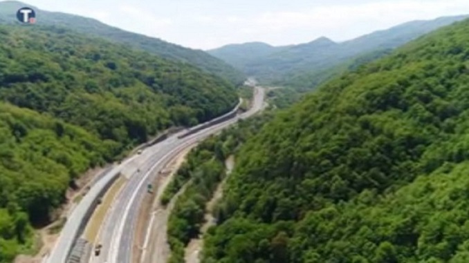 Koridori Srbije: Naprsline na novoizgrađenom autoputu kroz Grdeličku klisuru