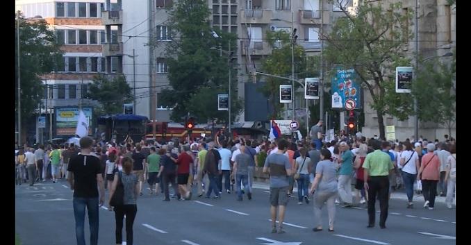 """Protest """"1 od 5 miliona"""" kod Terazijske česme u 19 časova. Nastaviti okupljanja ili obustaviti do jeseni?"""