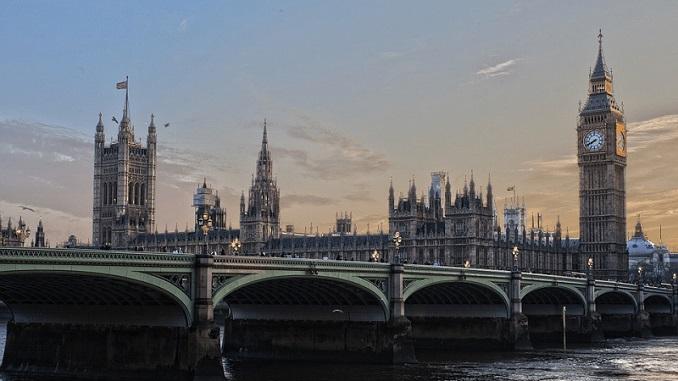 Britanska kraljica suspendovala Parlament, reakcije burne i najave protesta
