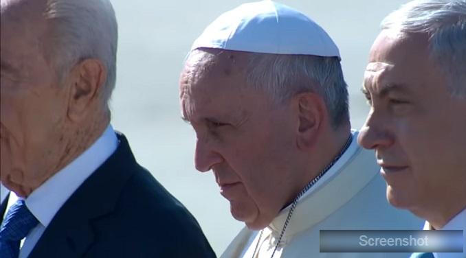 Papa krenuo u rat protiv vatikanske mafije