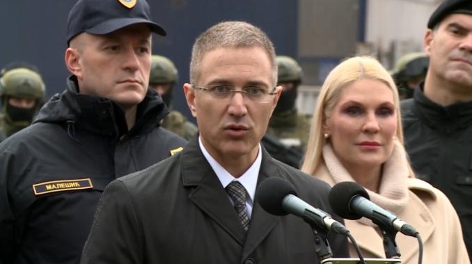 Stefanović: Srbija neće biti parking za migrante, institucije spremne da zaštite granice