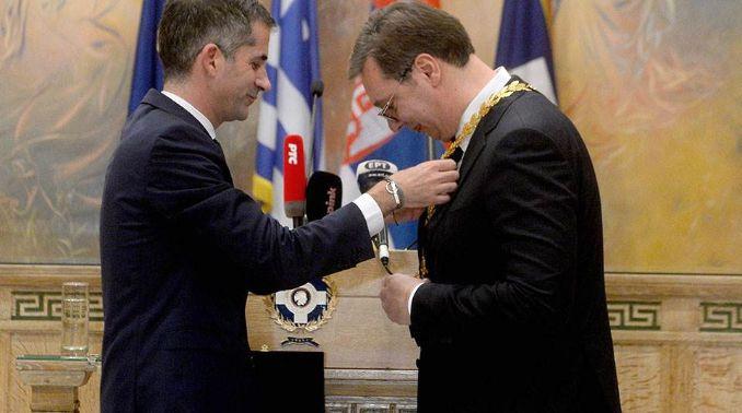 Gradonačelnik Atine uručio Vučiću Zlatnu medalju za zasluge