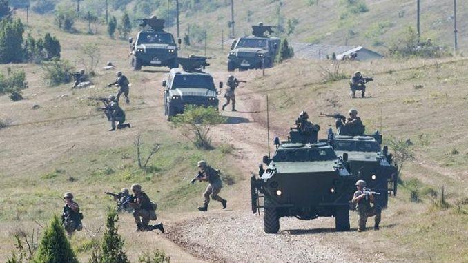 Milo Đukanović poslao vojsku da štiti granicu od migranata