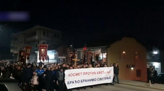 Pripadnik ruske vojne službe na protestu u Gračanici