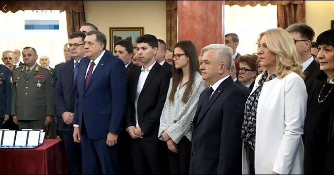 Obeležava se Dan Republike Srpske, Bošnjaci se protive, Brnabićeva učestvuje