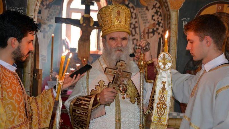 Mitropoliti Onufije i Amfilohije vodili litiju u Podgorici, hiljade na ulicama crnogorskih gradova