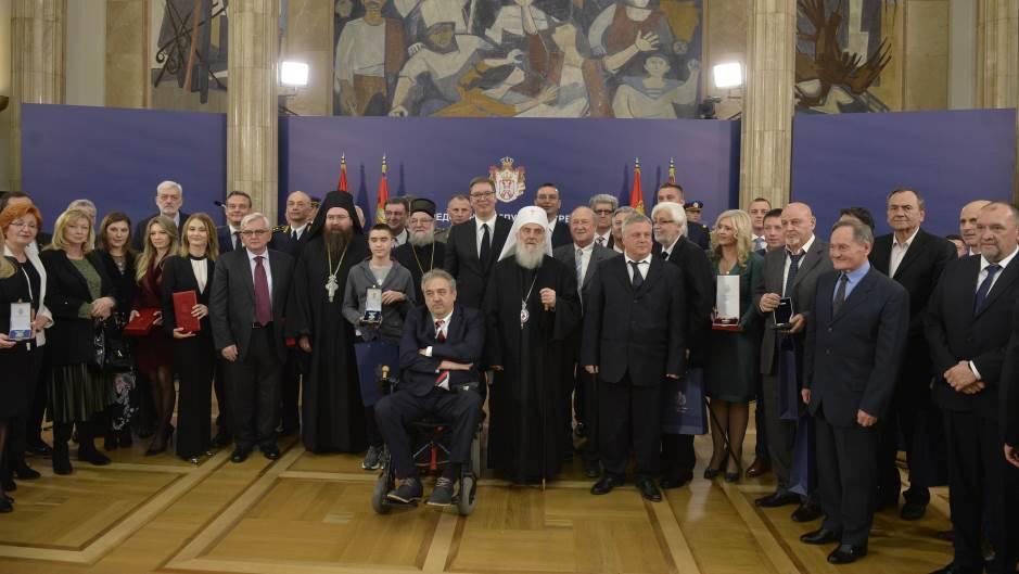 Vučić odlikovao Handkea, Zemana, Miru Banjac, Dušana Kovačevića…