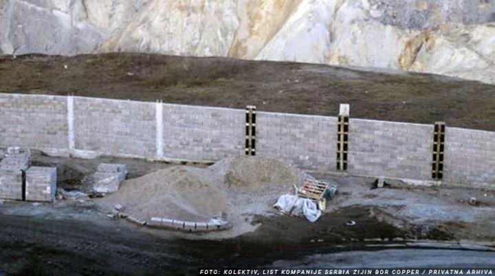 """U Boru niče """"kineski zid""""! Kompanija Zijin Copper pravi betonski zid dužine 4 kilometra da bi sprečili krađu bakra"""