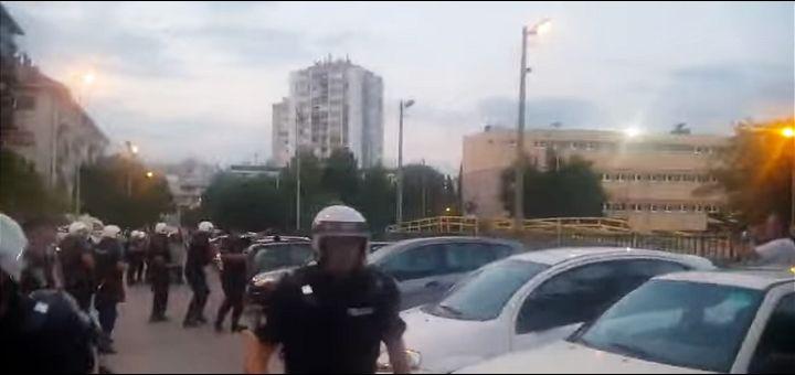 Privedeno 17 osoba u Budvi, hapšenja poslanika i suzavac posle nereda u Podgorici (VIDEO)