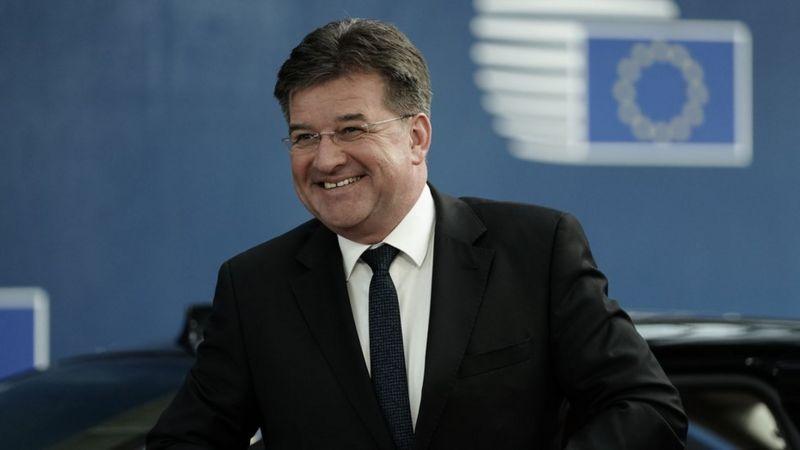 Lajčak bi da menja Ustav Srbije-neka menja svoj mozak, pod hitno